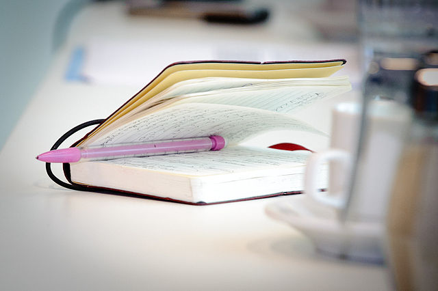 Traumerinnerung verbessern Traumerinnerung steigern Aufschreiben Notizbuch Notizen